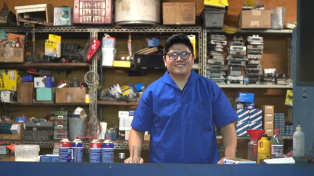 portrait of a mechanic working in a auto repair shop - small stock videos & royalty-free footage