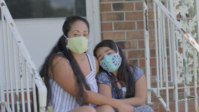 stockvideo's en b-roll-footage met slo mo portrait of a native-american loving mother and daughter sitting together - north carolina amerikaanse staat