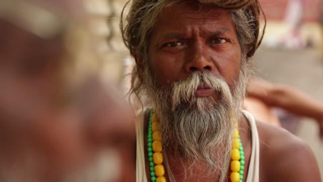 vídeos de stock, filmes e b-roll de portrait of a sage, rishikesh, uttarakhand, india - rishikesh