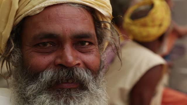 vídeos de stock, filmes e b-roll de portrait of a sage smiling, rishikesh, uttarakhand, india - rishikesh