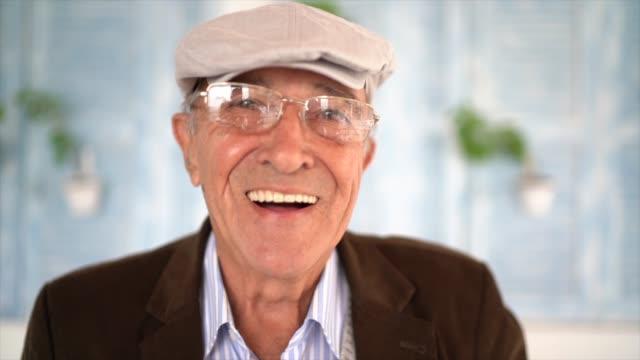 ritratto di uomo anziano - cappello video stock e b–roll
