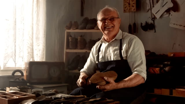 HD DOLLY: Portrait Of A Shoemaker