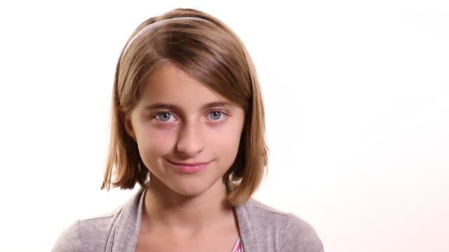 portrait of a smiling girl - mittellanges haar stock-videos und b-roll-filmmaterial