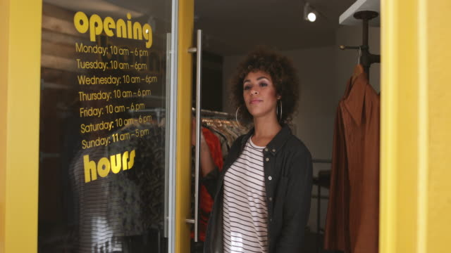 stockvideo's en b-roll-footage met portrait of a store manager in clothing store - open