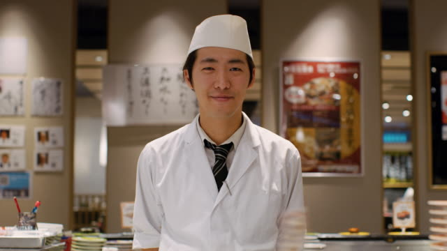 ms portrait of a sushi chef / tokyo, japan - stehen stock-videos und b-roll-filmmaterial