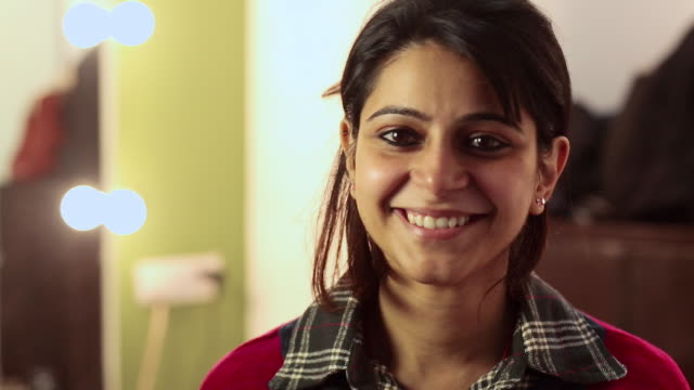 stockvideo's en b-roll-footage met portrait of a young woman smiling - indisch subcontinent etniciteit