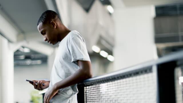 vídeos de stock e filmes b-roll de portrait of african american male student - 14 15 anos