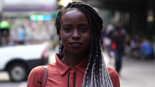 portrait of african woman at street - solo donne video stock e b–roll