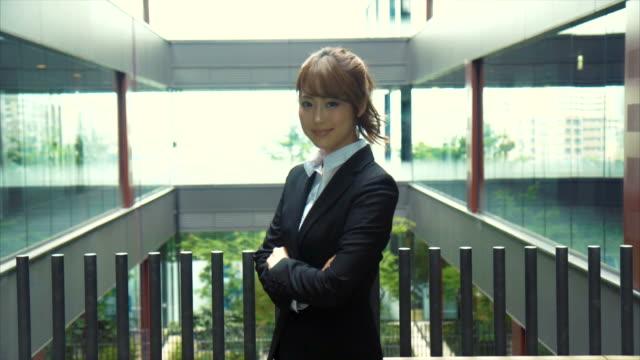 portrait of an asian businesswoman (slow motion) - solo giapponesi video stock e b–roll