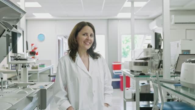 portrait of argentine female pathologist at lab - medical leadership stock videos & royalty-free footage