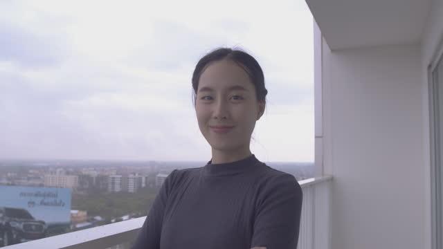 アジアのビジネスウーマンの肖像画 - 最高経営責任者点の映像素材/bロール