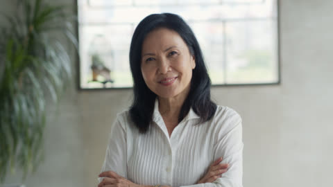 portrait of asian businesswoman crossing arms - asia stock videos & royalty-free footage