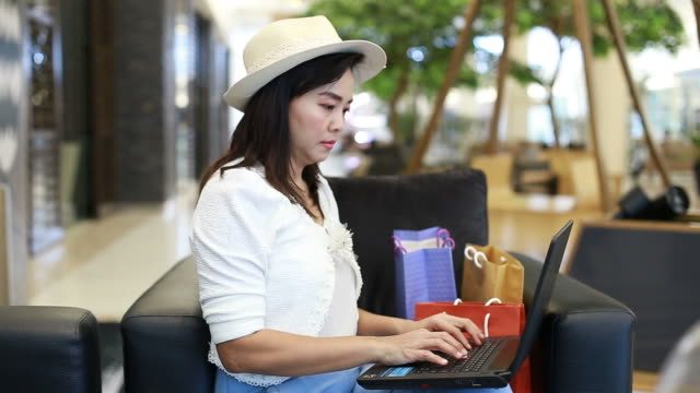 portrait of asian businesswoman using laptop