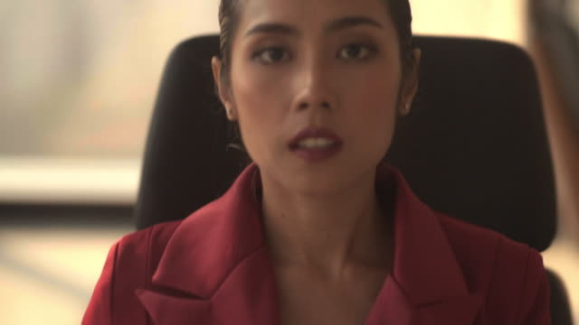 vídeos de stock, filmes e b-roll de retrato da empresária asiática - vestuário de trabalho formal