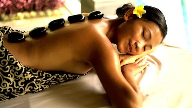 portrait of asian female at balinese spa resort - spa treatment点の映像素材/bロール
