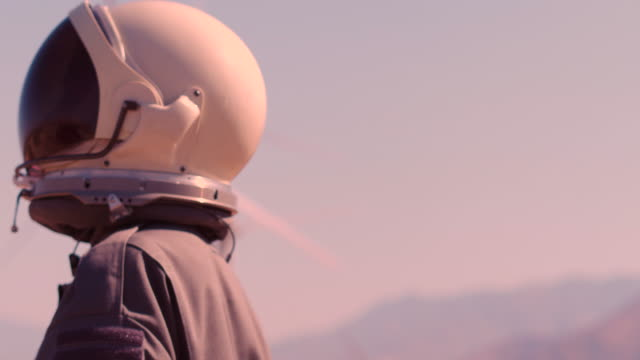 portrait of astronaut on mars - luftfahrtindustrie stock-videos und b-roll-filmmaterial