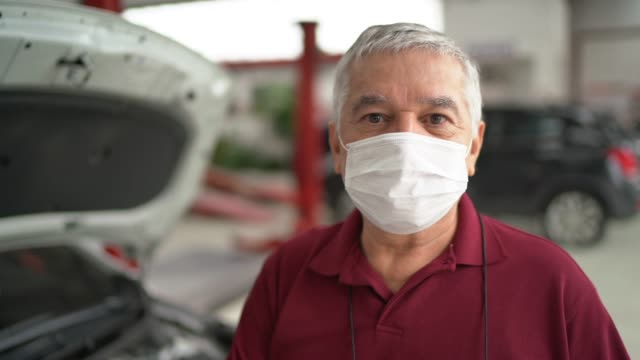 portrait of auto mechanic senior man at auto repair shop - mechanic stock videos & royalty-free footage