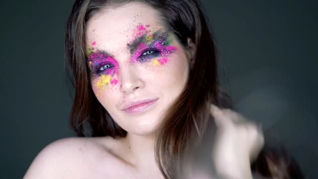 portrait of beautiful woman mit bunten make-up - bunt stock-videos und b-roll-filmmaterial