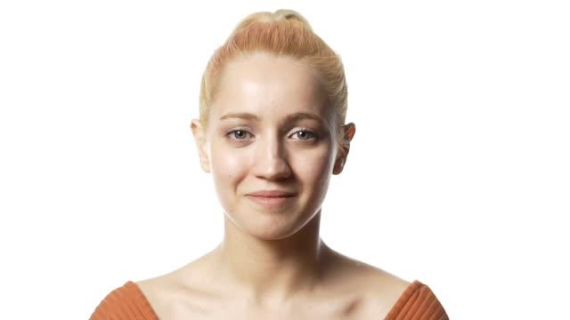 porträt von blonde frau - weißer hintergrund stock-videos und b-roll-filmmaterial