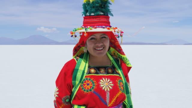 portrait of bolivian female on mineral salt flats - indian ethnicity点の映像素材/bロール