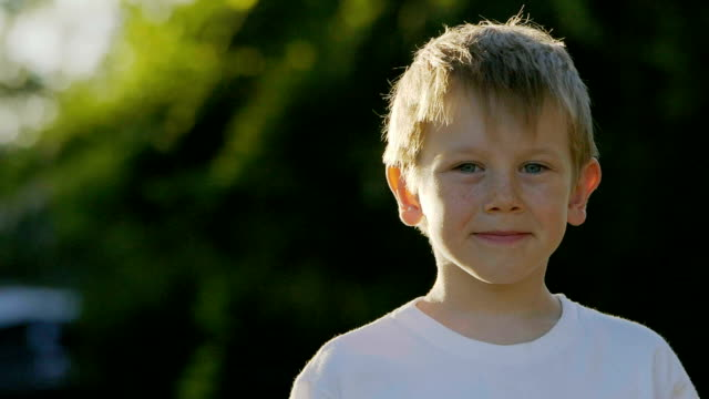 portrait of boy - sorridere video stock e b–roll