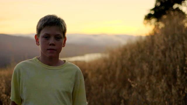 stockvideo's en b-roll-footage met portret van jongen - videoportret