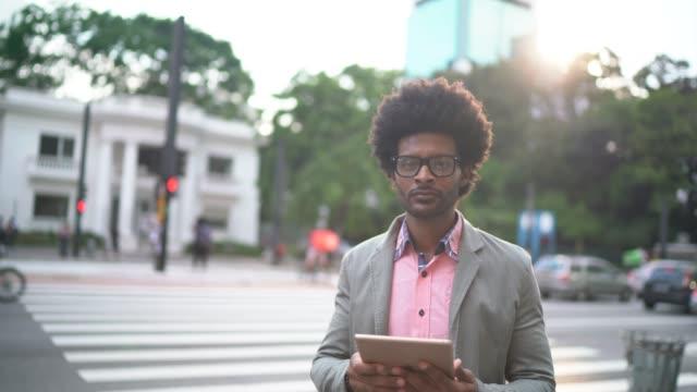 portrait of businessman using tablet on the city - pardo brazilian stock videos & royalty-free footage