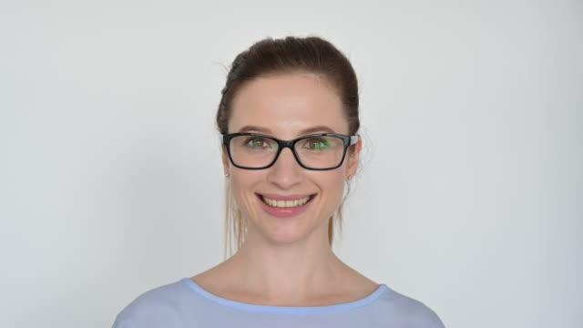 porträtt av kaukasiska affärskvinna bär glasögon - white background bildbanksvideor och videomaterial från bakom kulisserna