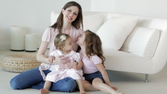 portrait of caucasian mother and daughters - familie mit zwei kindern stock-videos und b-roll-filmmaterial