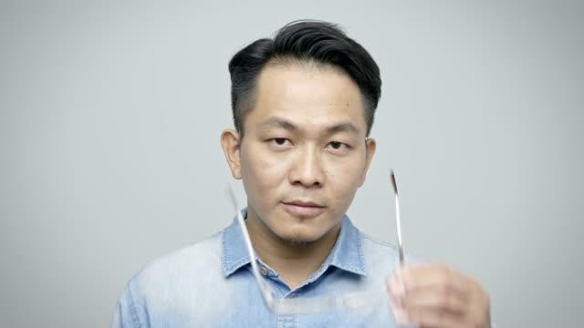 stockvideo's en b-roll-footage met portret van vertrouwen zakenman het dragen van brillen - formeel portret