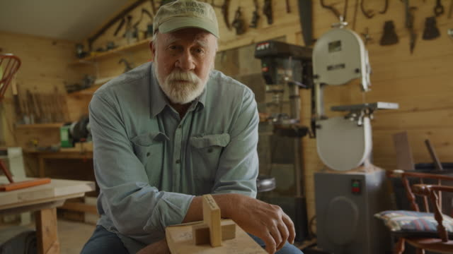 vidéos et rushes de portrait of confident carpenter leaning on shaving horse in workshop / spring city, utah, united states - buste partie du corps