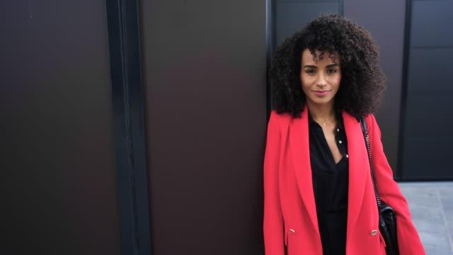 portrait of confident young businesswoman - pardo brazilian stock videos & royalty-free footage