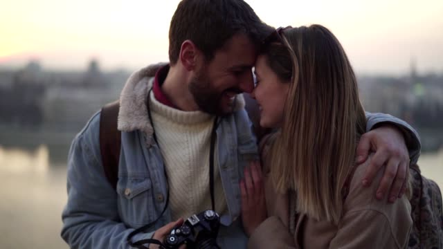 porträt des verliebten paares - schöne menschen stock-videos und b-roll-filmmaterial