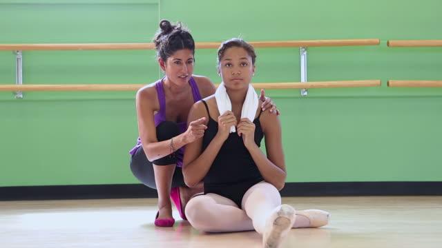 ws portrait of dance teacher and her student / santa fe, new mexico, united states - gympingdräkt bildbanksvideor och videomaterial från bakom kulisserna