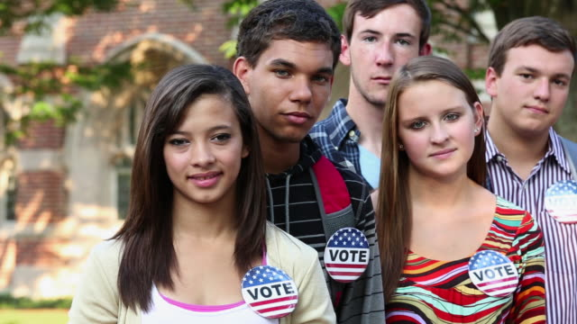 stockvideo's en b-roll-footage met ms r/f portrait of diverse group of students wearing vote buttons / richmond, virginia, usa - virginia amerikaanse staat