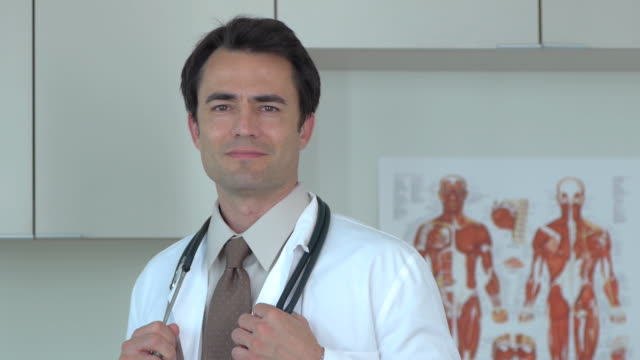 portrait of doctor in clinic - only mature men stock videos & royalty-free footage
