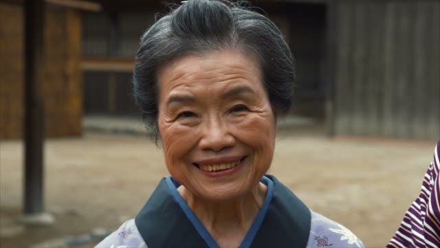 Portrait of Edo Period Woman (slow motion)