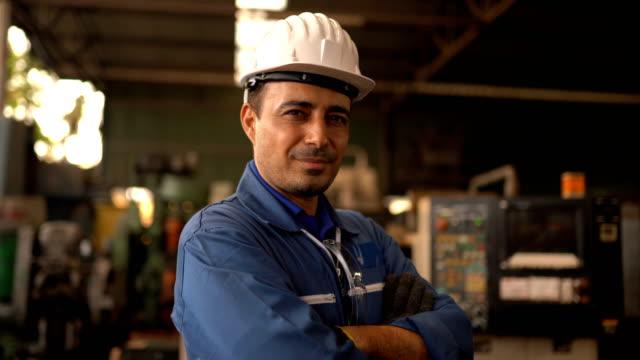 portrait of engineer man posing - addetto alla manutenzione video stock e b–roll