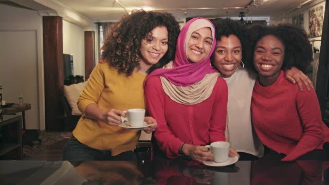vídeos y material grabado en eventos de stock de retrato de grupo étnicamente diverso de amigos - vestido tradicional
