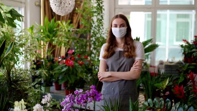 女性花屋の肖像 - フローリスト点の映像素材/bロール