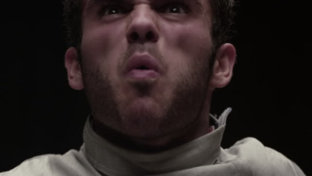 stockvideo's en b-roll-footage met portrait of fencer taking off mask and yelling  - schreeuwen