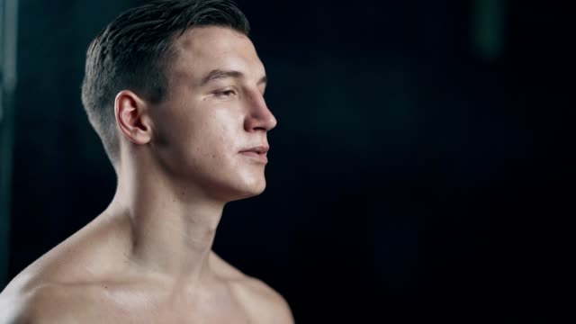 portrait of fit man in the gym - muscolo umano video stock e b–roll