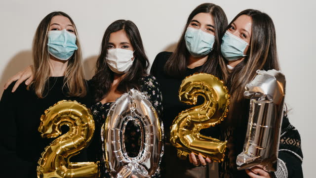 2021 새해를 축하하는 친구들
