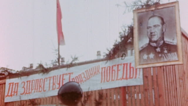 la portrait of georgy zhukov and banner in russian language celebrating ve day / germany - ehemalige sowjetunion stock-videos und b-roll-filmmaterial