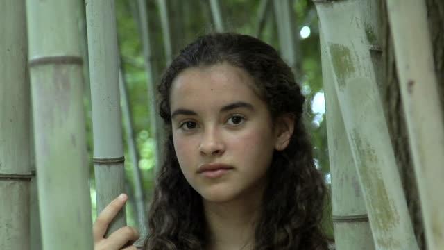 cu portrait of girl (12-13) in bamboo garden, chapel hill, north carolina, usa - 12 13 år bildbanksvideor och videomaterial från bakom kulisserna