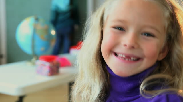 cu selective focus portrait of girl (6-7) with gaping teeth, smiling / jersey city, new jersey state, usa - 歯点の映像素材/bロール