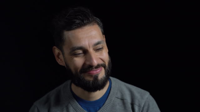 stockvideo's en b-roll-footage met portret van gelukkig medio volwassen man in casuals - formeel portret