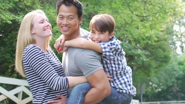 portrait of happy multi-ethnic family - おんぶ点の映像素材/bロール