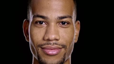 vídeos de stock, filmes e b-roll de retrato de jovem feliz homem afro-americano - black background