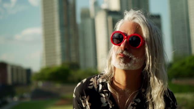 vídeos y material grabado en eventos de stock de retrato del hombre hipster - guay